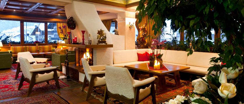 italy_dolomites_la_villa_hotel_ladinia_lounge.jpg
